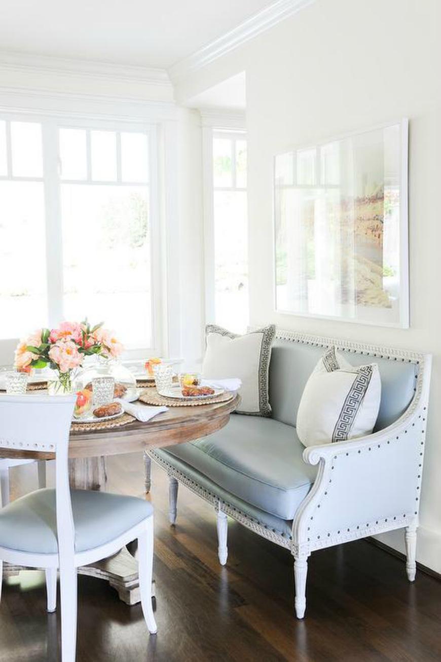 Кухня с диваном в стиле прованс