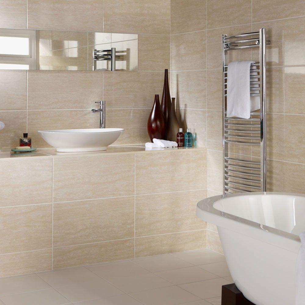 Бежевая ванная комната с раковиной