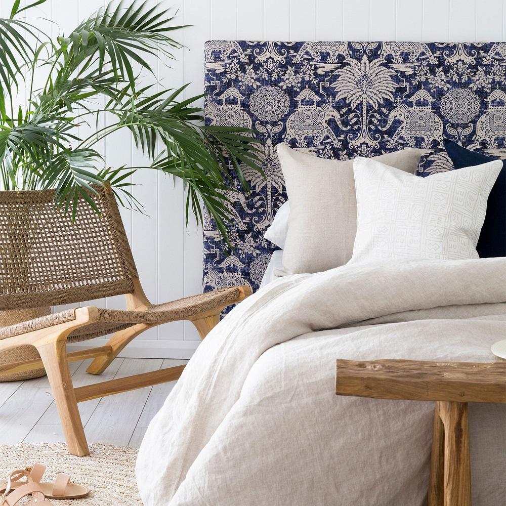Кровать с мягким изголовьем с рисунком