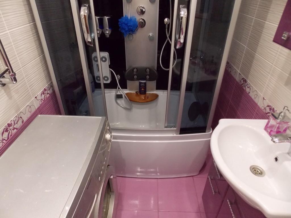 Розовая ванная без унитаза