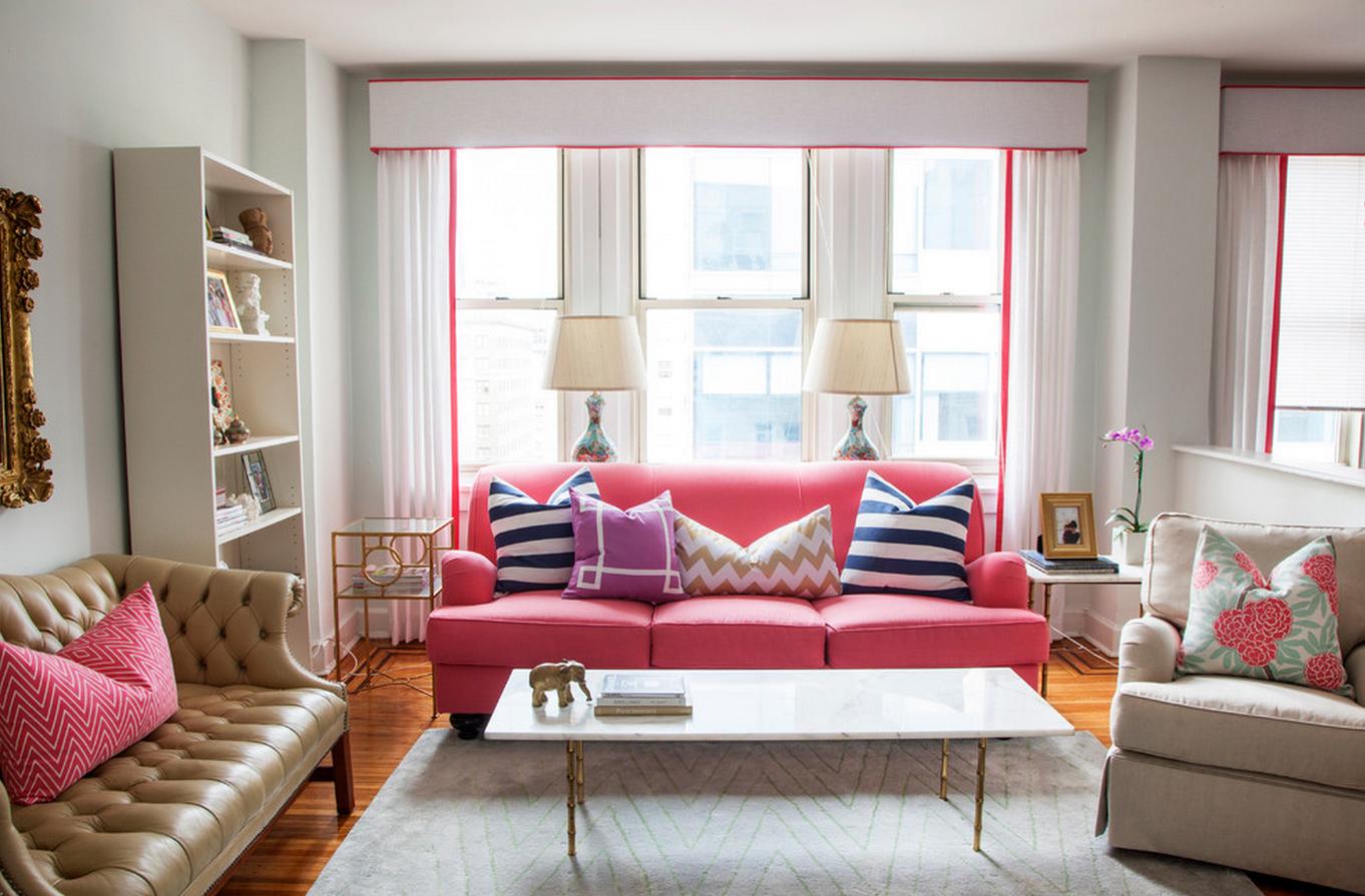 Розовый диван в гостиной в стиле арт-деко