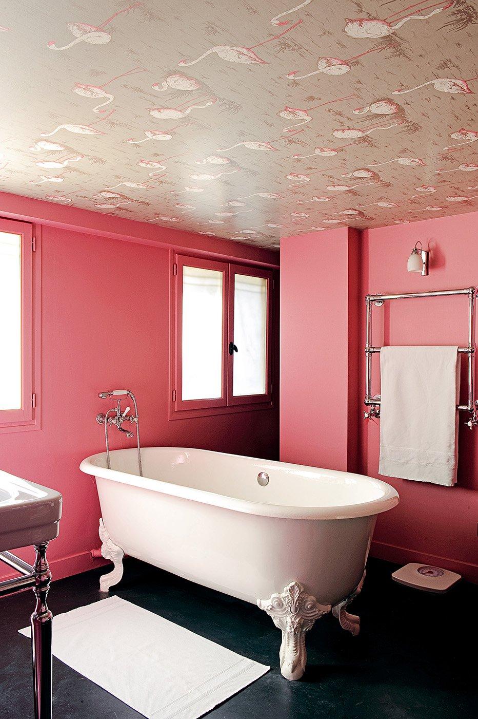 Покраска стен в ванной в розовый цвет