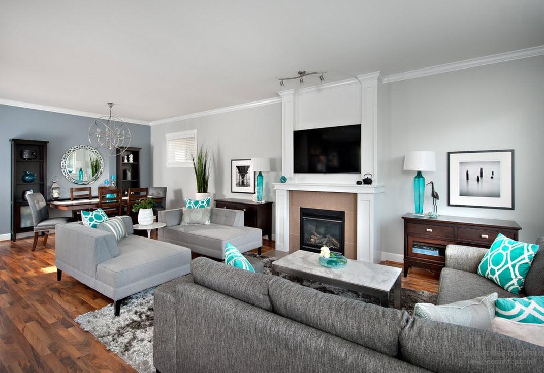 Серая мебель в большой гостиной с камином