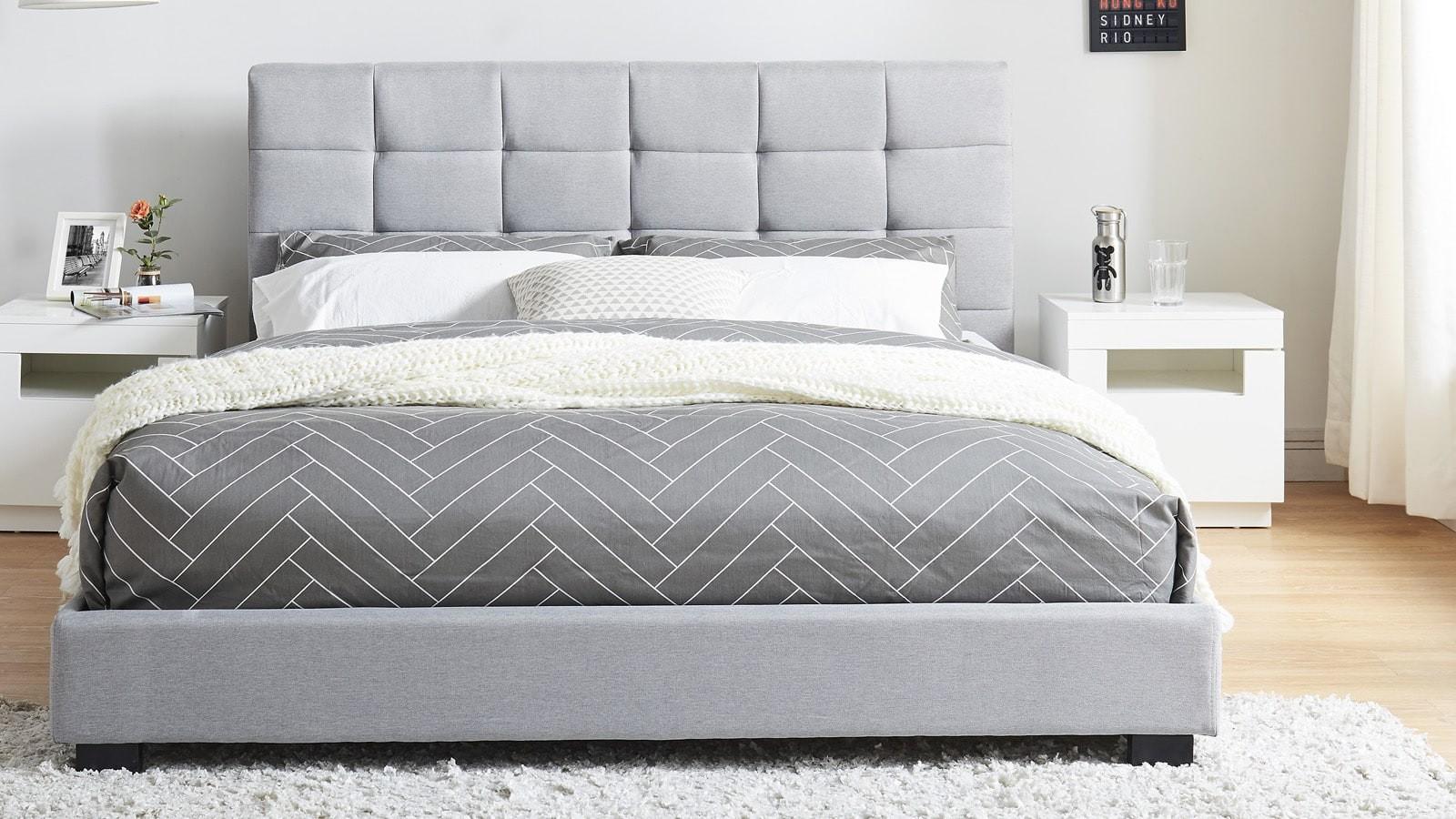 Кровать с мягким изголовьем серым