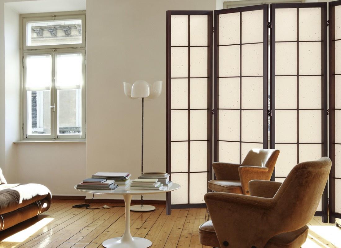 Ширма в японском стиле в гостиной
