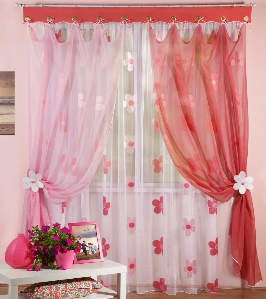Яркие шторы из органзы для детской комнаты девочки