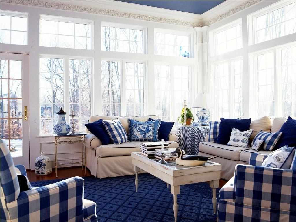 Синяя мебель, декор и отделка в гостиной