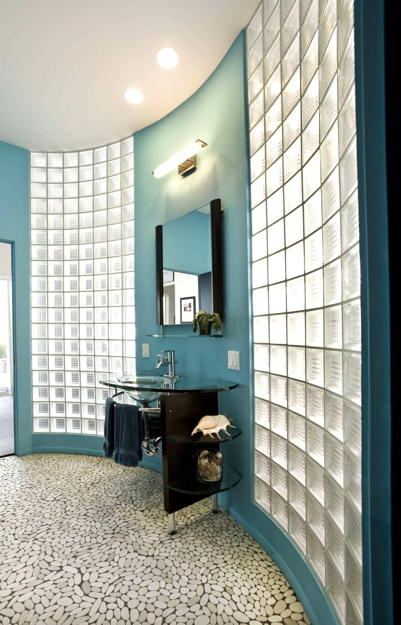 Вставки из стеклоблоков в ванной