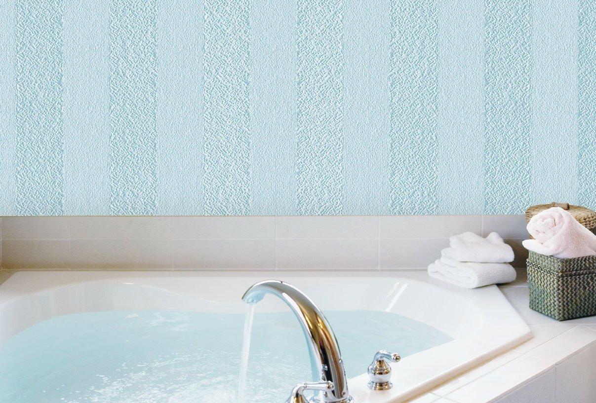 Голубые стеклообои в ванной