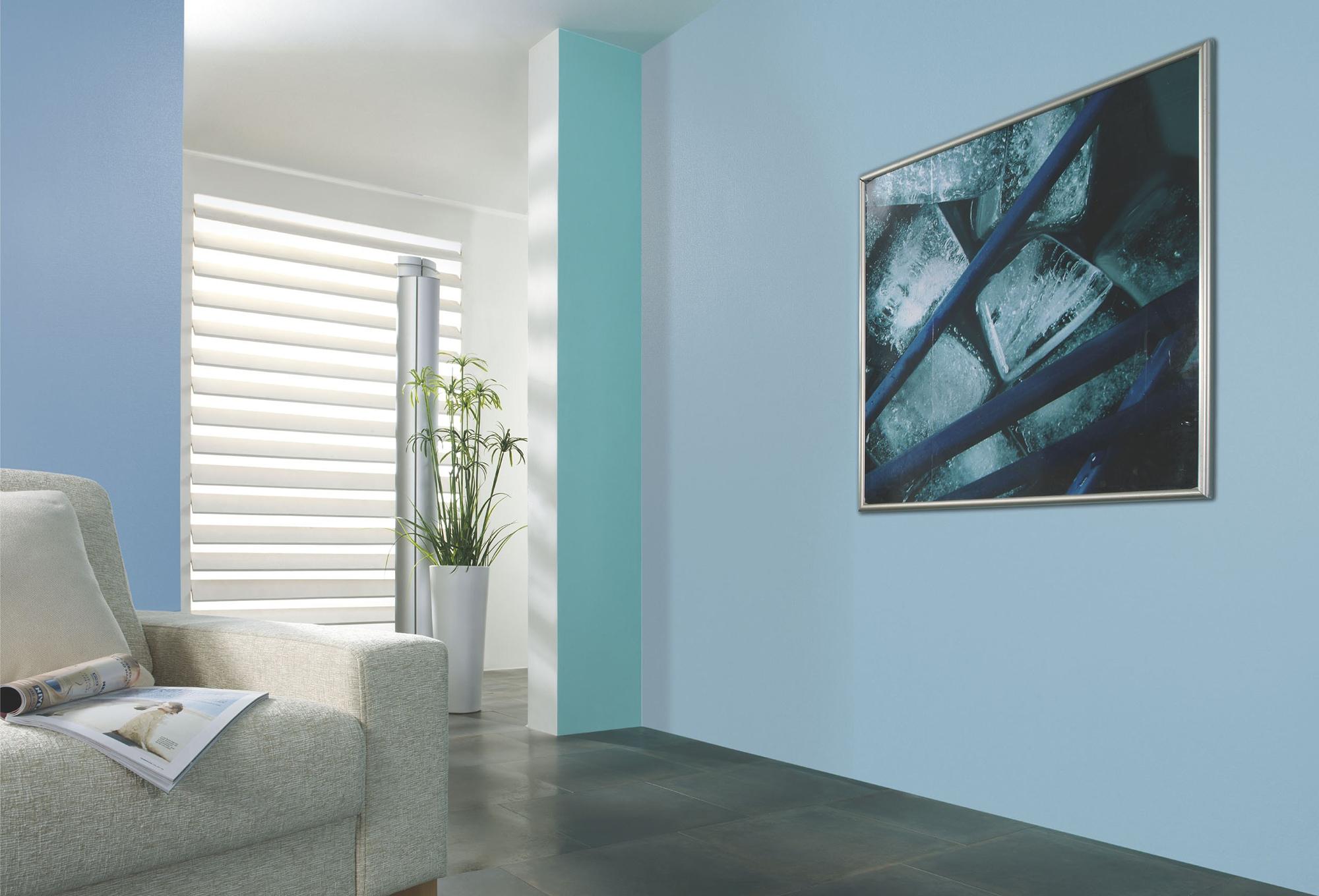 Голубые стеклообои в гостиной
