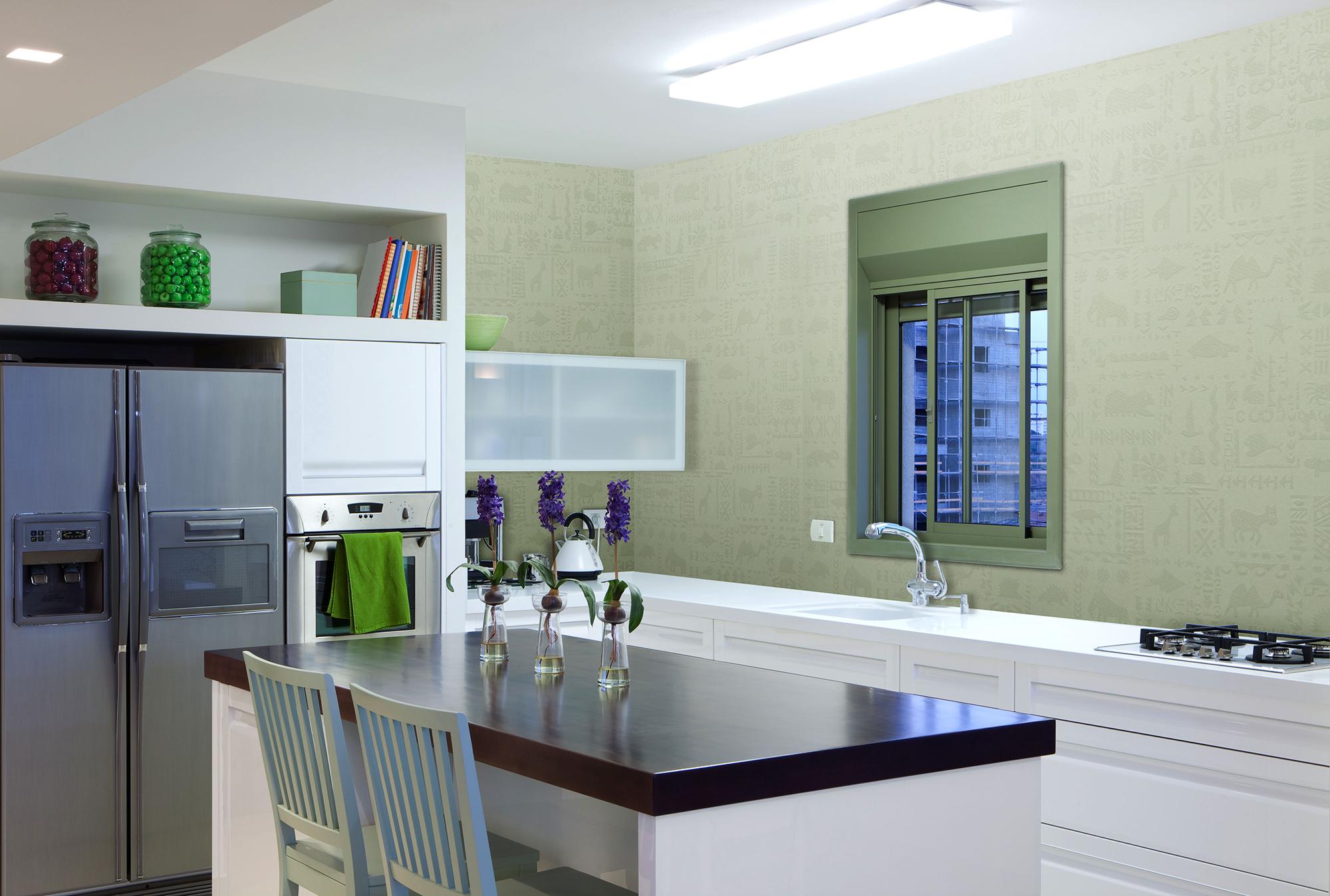 Оливковые стеклообои на кухне