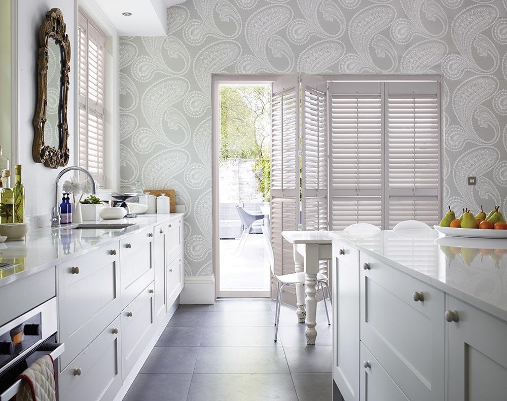 Стеклообои c рисунком на кухне