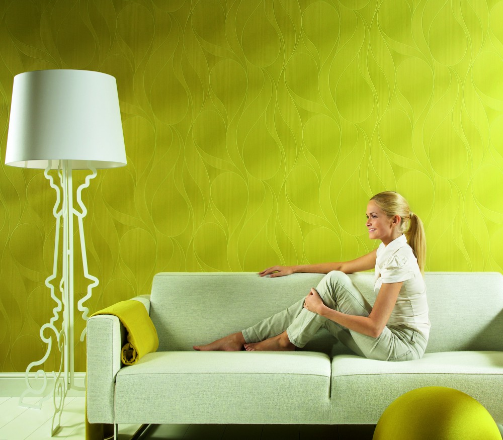 Зеленые стеклообои в гостиной