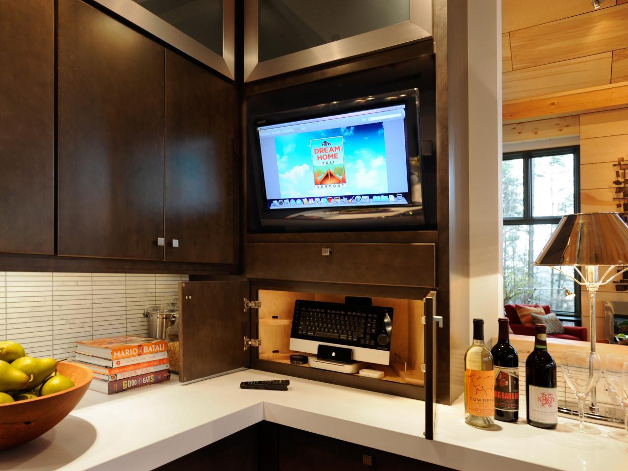 Встраиваемый телевизор на кухне