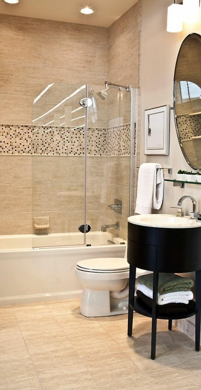 Бежевая ванная комната с темной мебелью