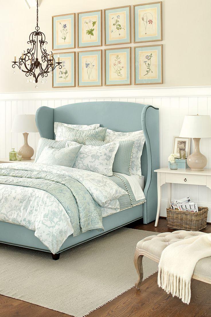 Кровать с мягким изголовьем цвета тиффани