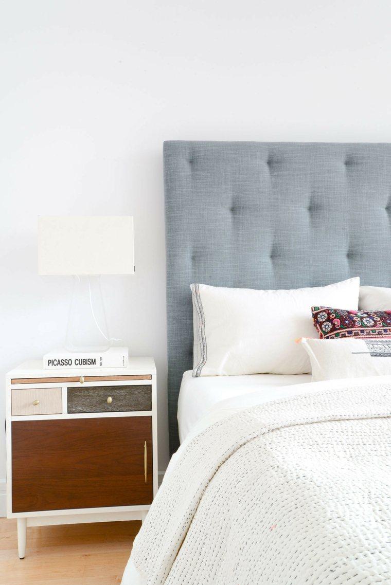 Кровать с мягким изголовьем тканевым