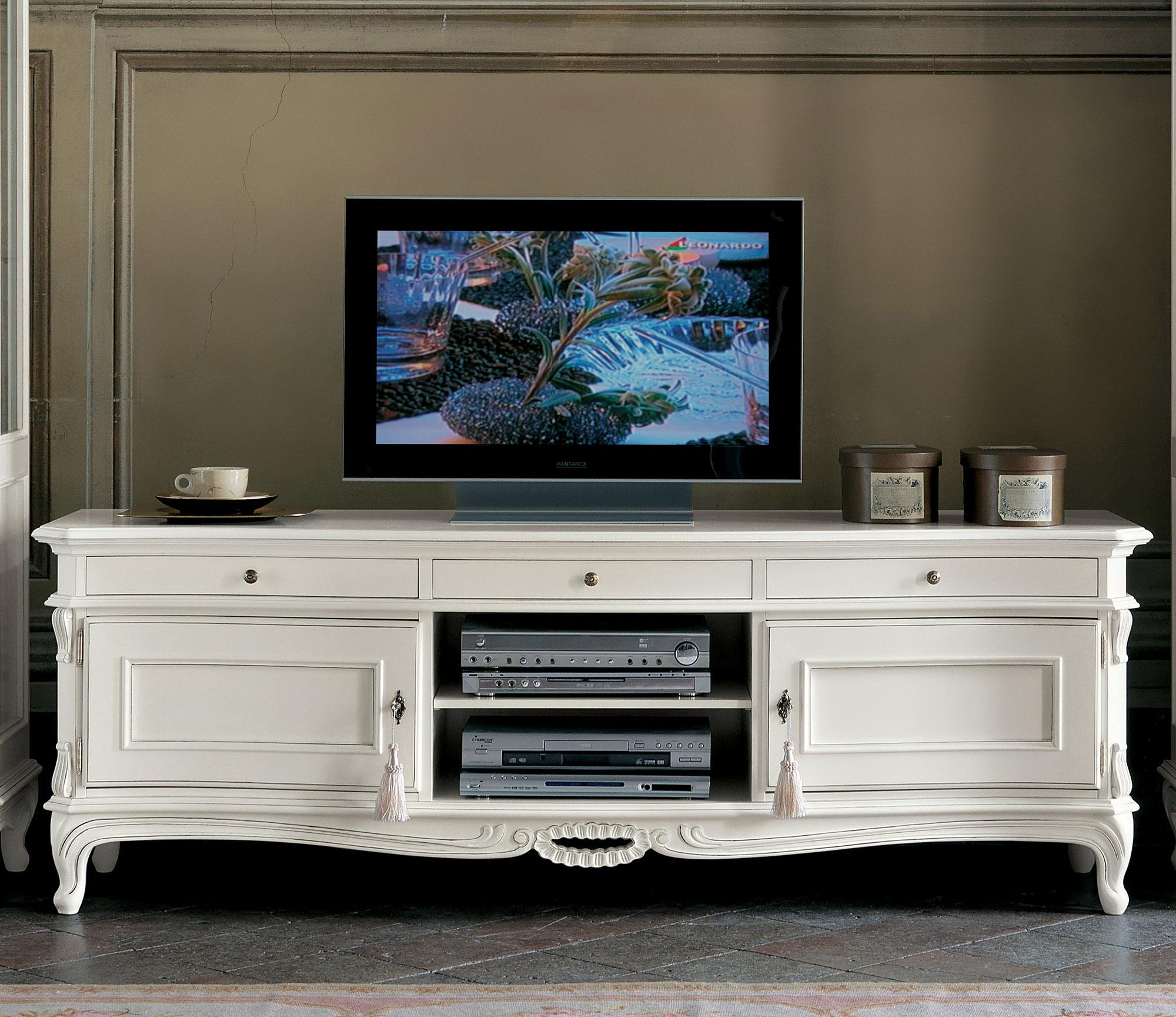 Белая тумба под телевизор в стиле прованс