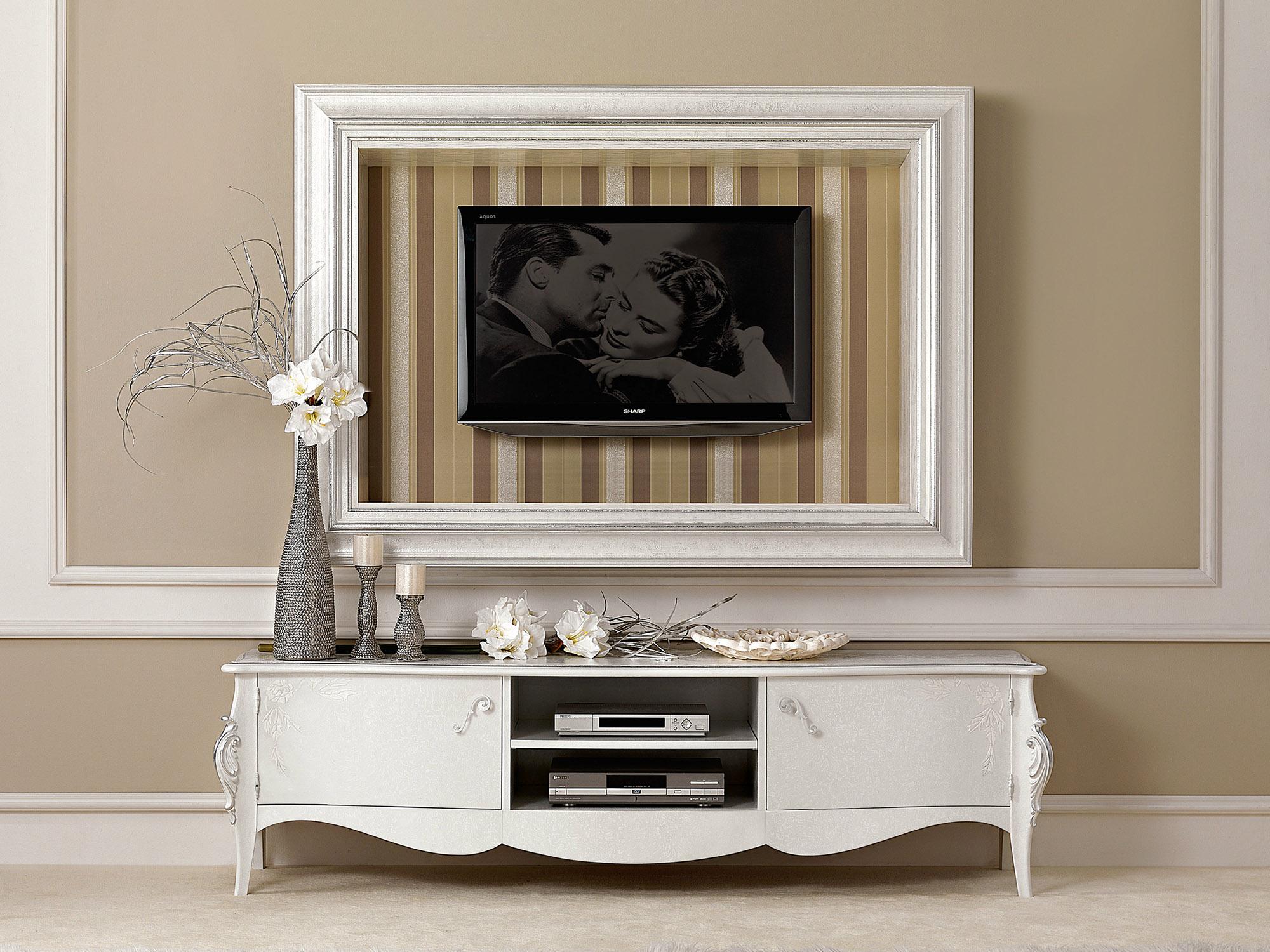Белая классическая тумба под телевизор в гостиной