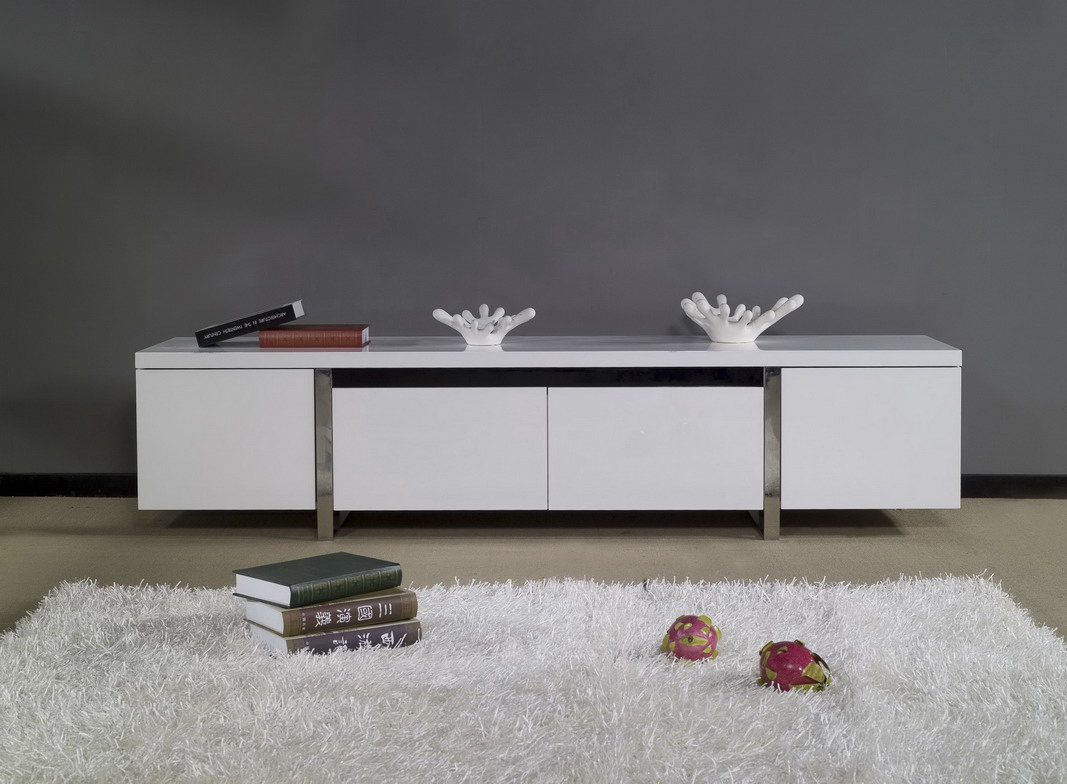 Белая тумба под телевизор с металлическими ножками