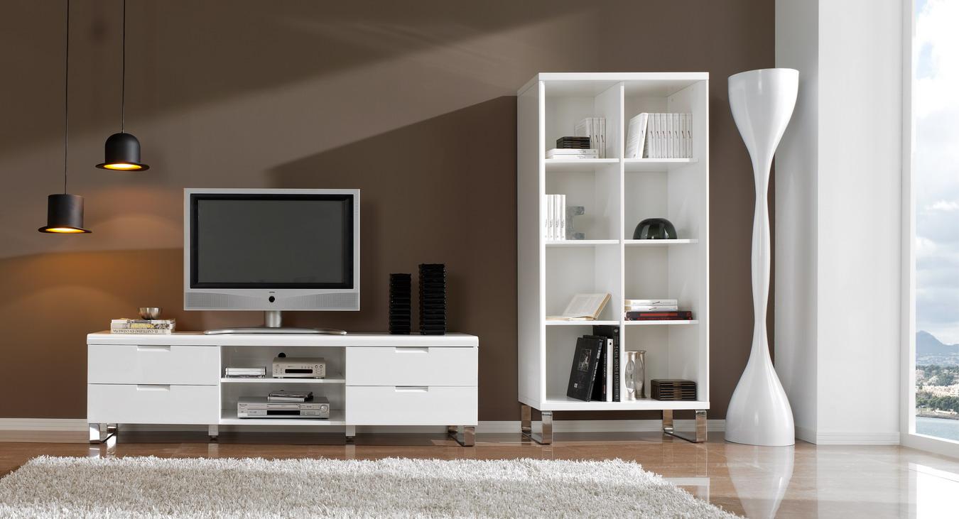 Белая тумба под телевизор в большой гостиной