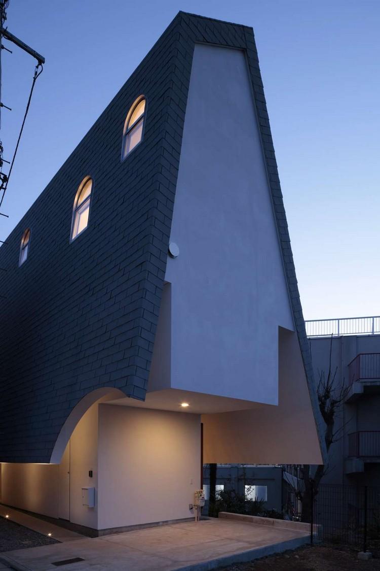 Дом узкий в стиле хай тек