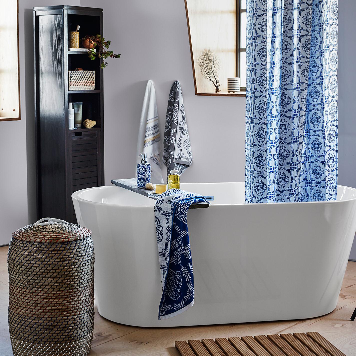 Корзина для белья в ванной