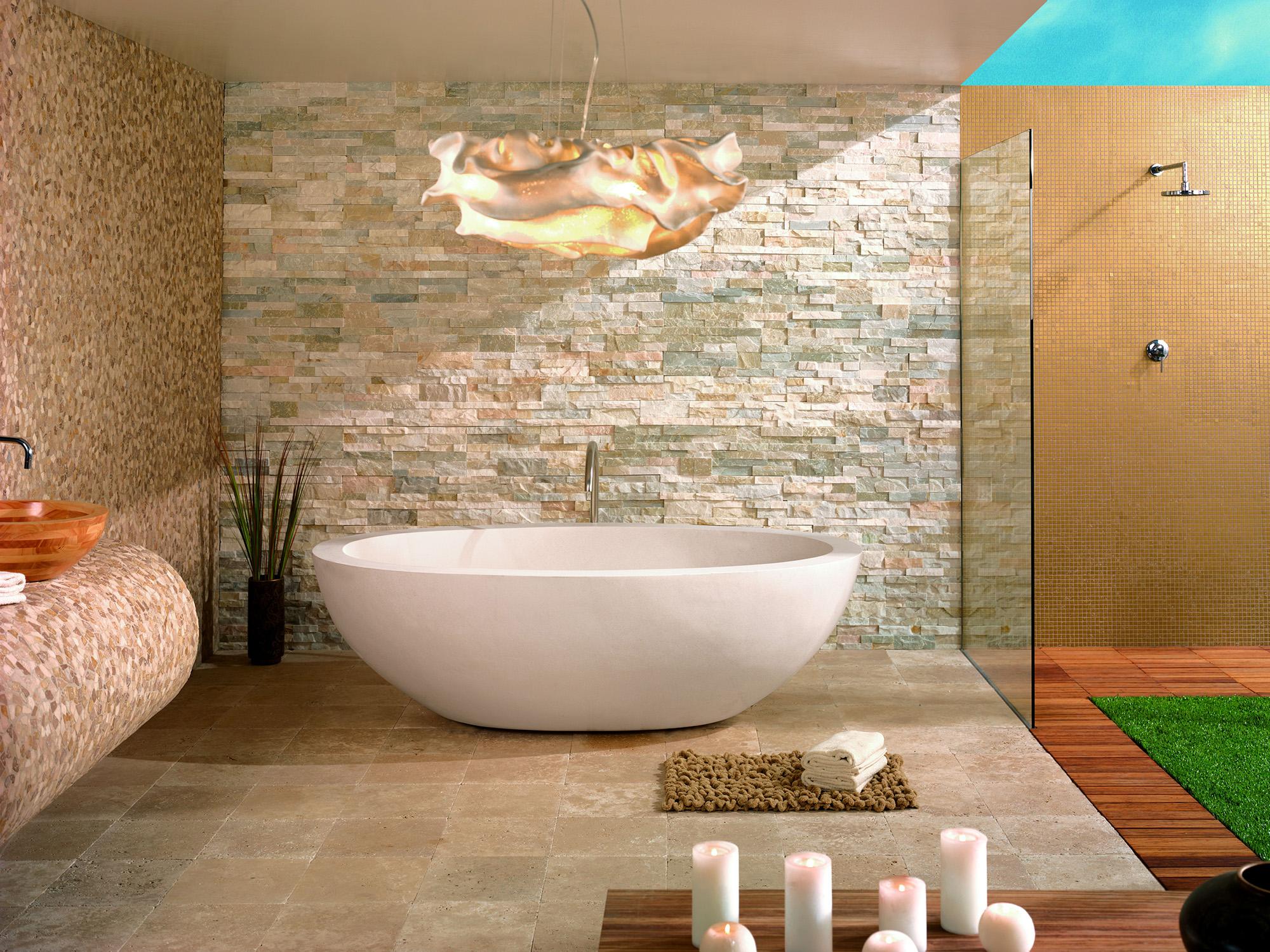 Декоративный камень в отделке ванной