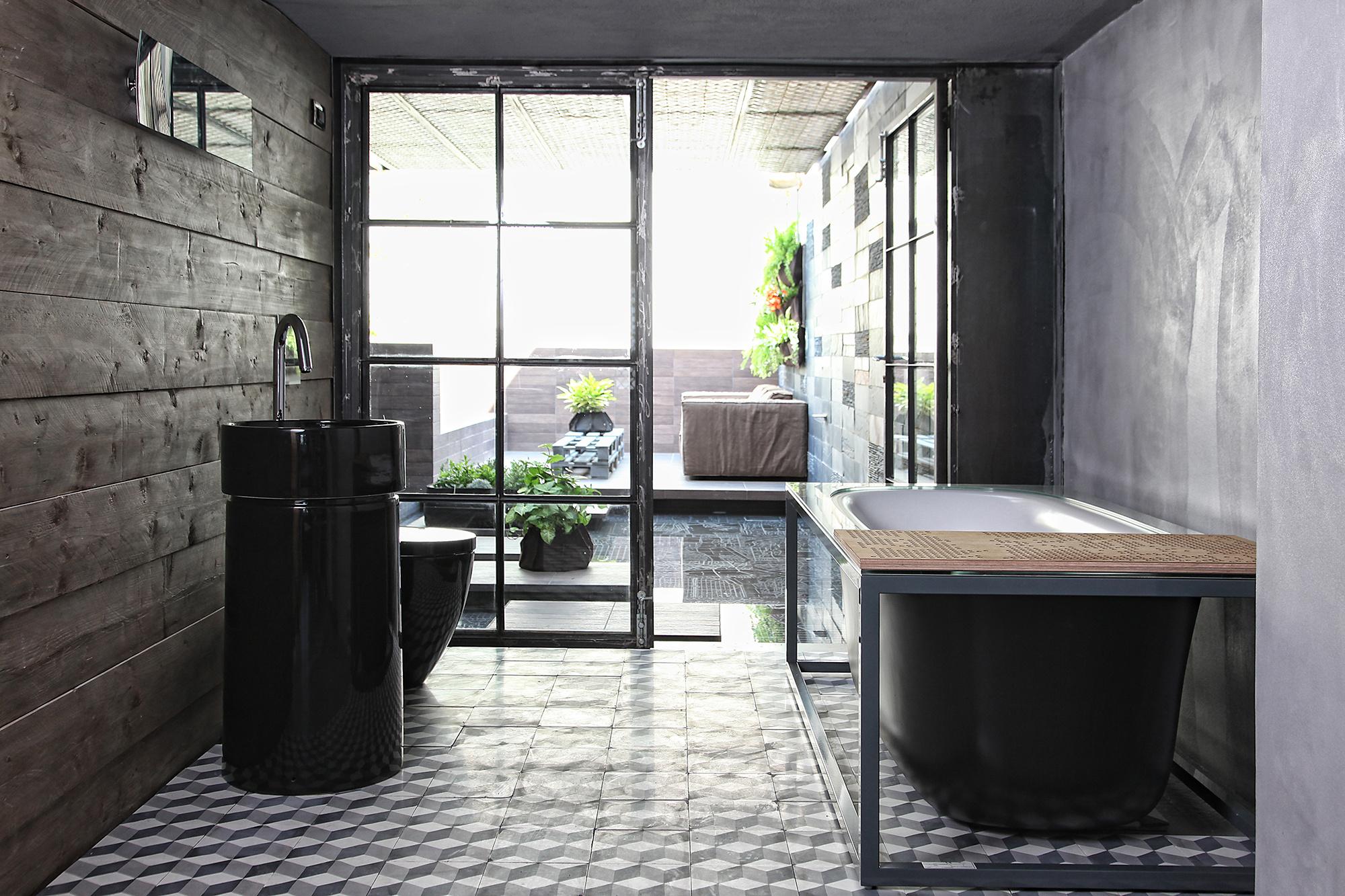 Черно-серая ванная комната в стиле лофт