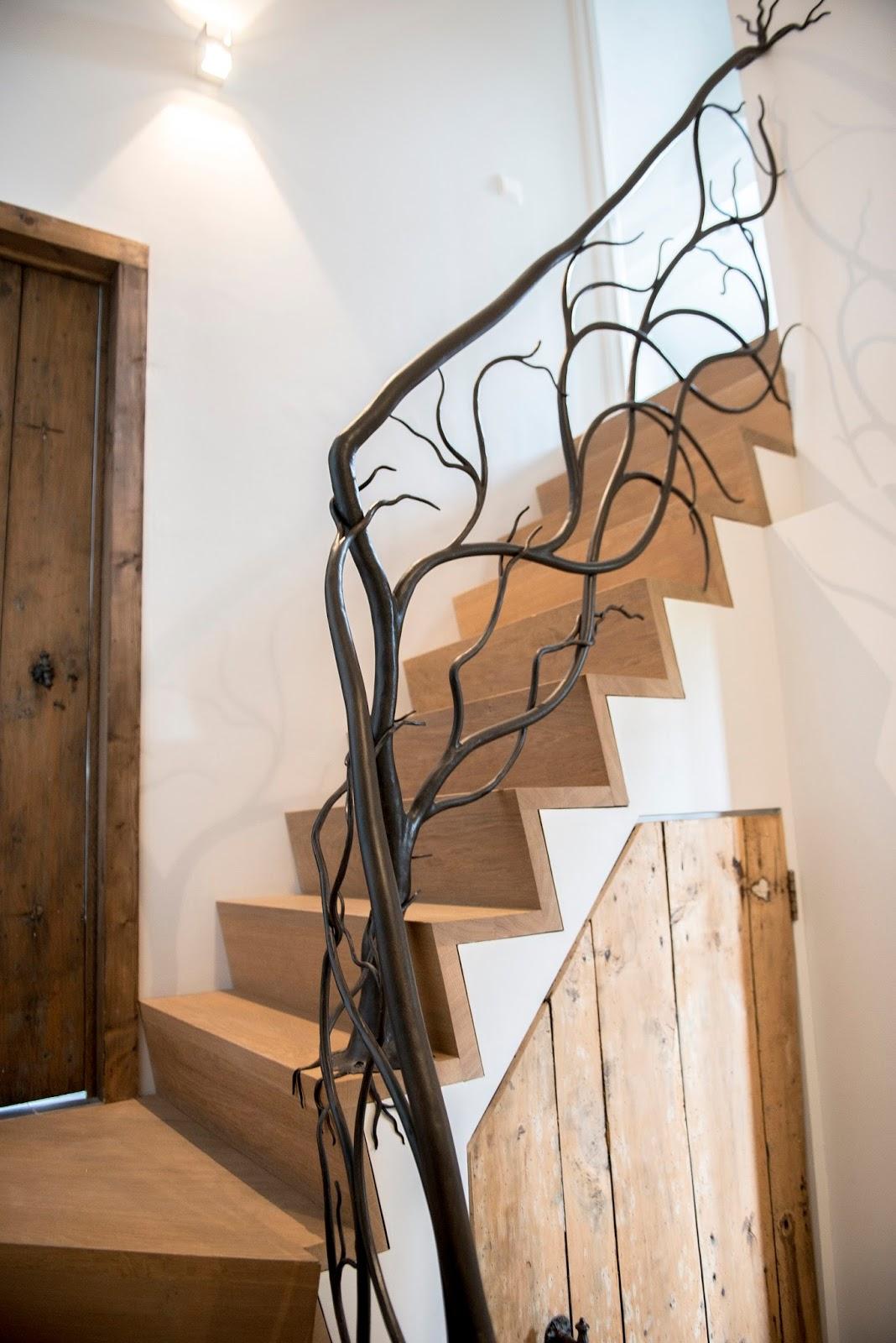 Перила в виде ветки для лестницы