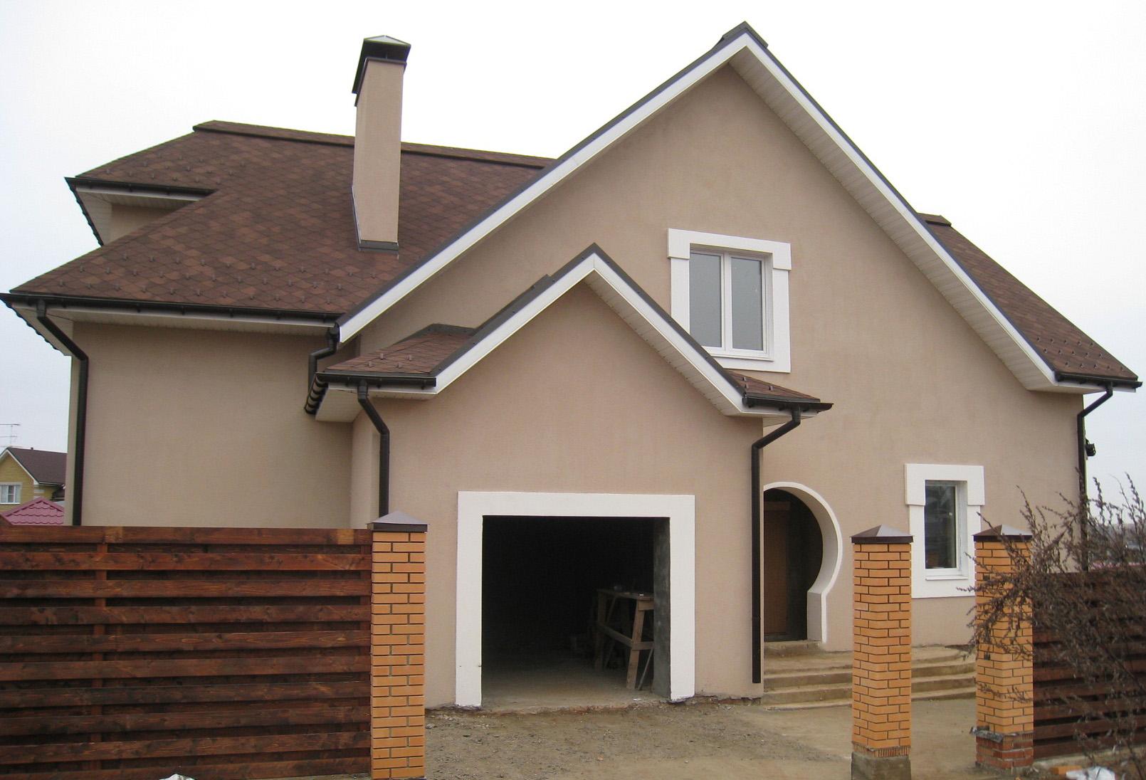 Шпаклевка коричневого цвета во внешней отделке дома