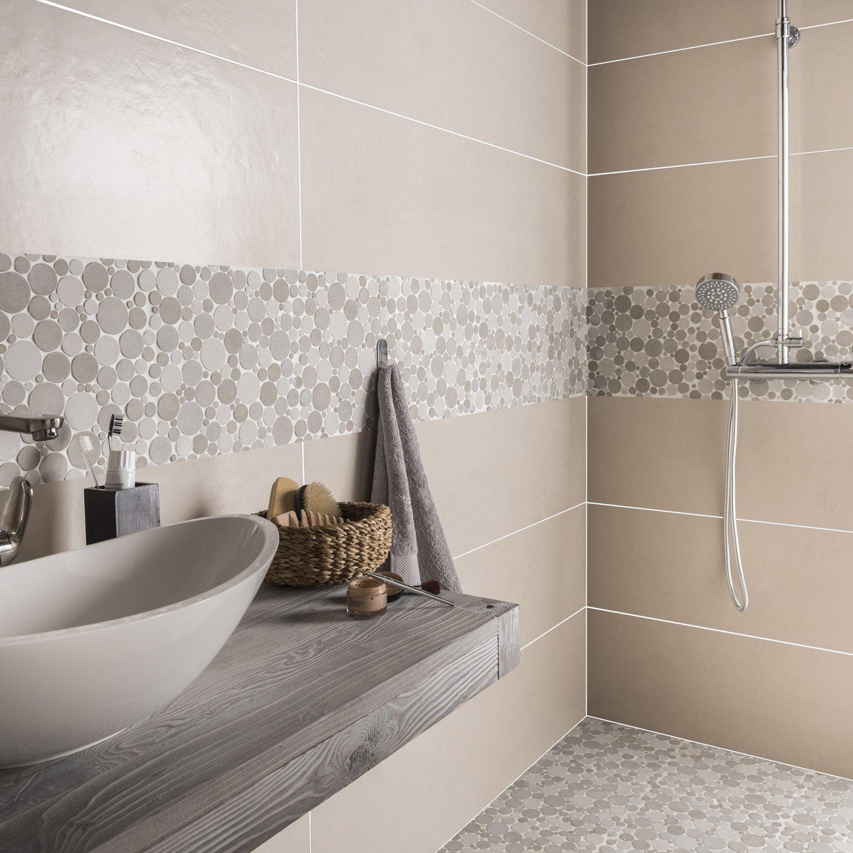 Бежевая ванная комната со вставками