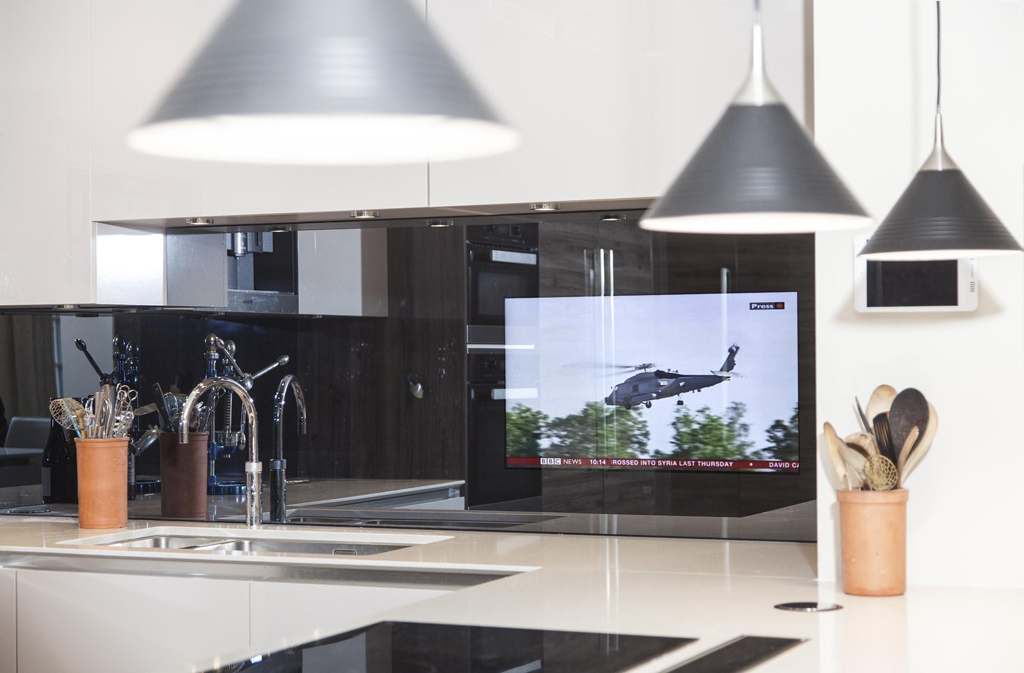 Телевизор зеркальный на кухню