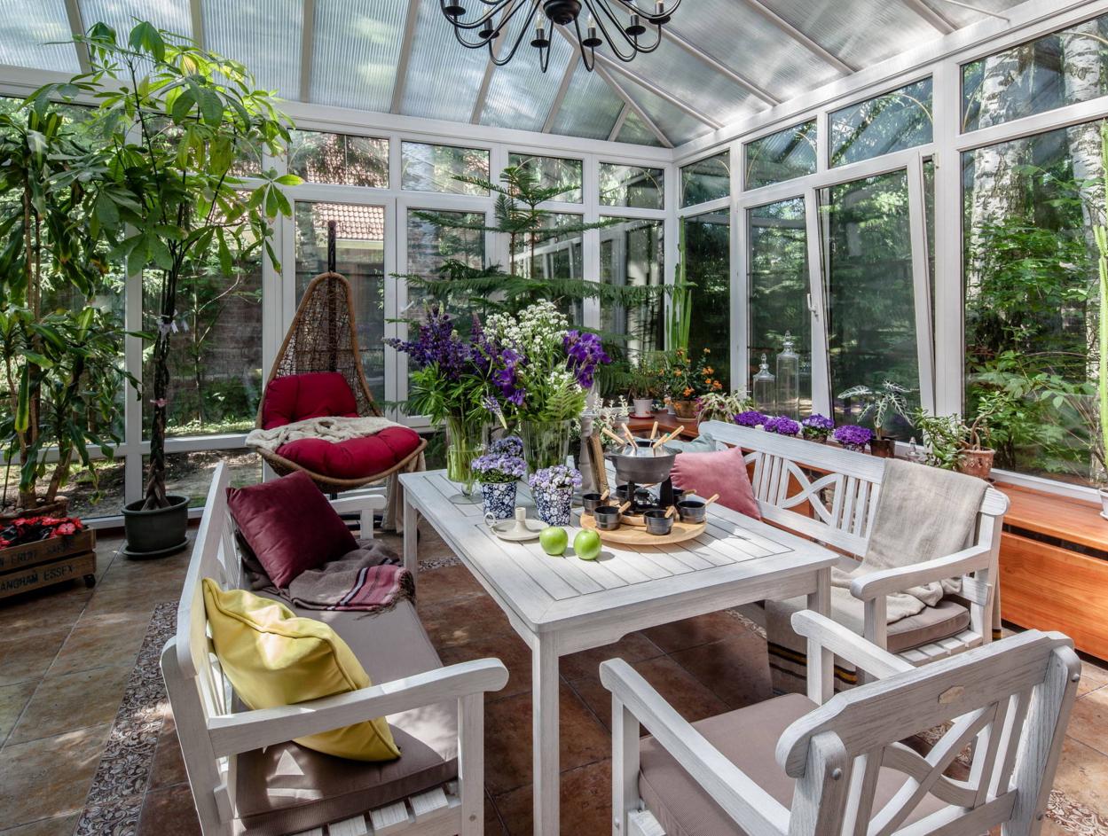 Уютный зимний сад в доме