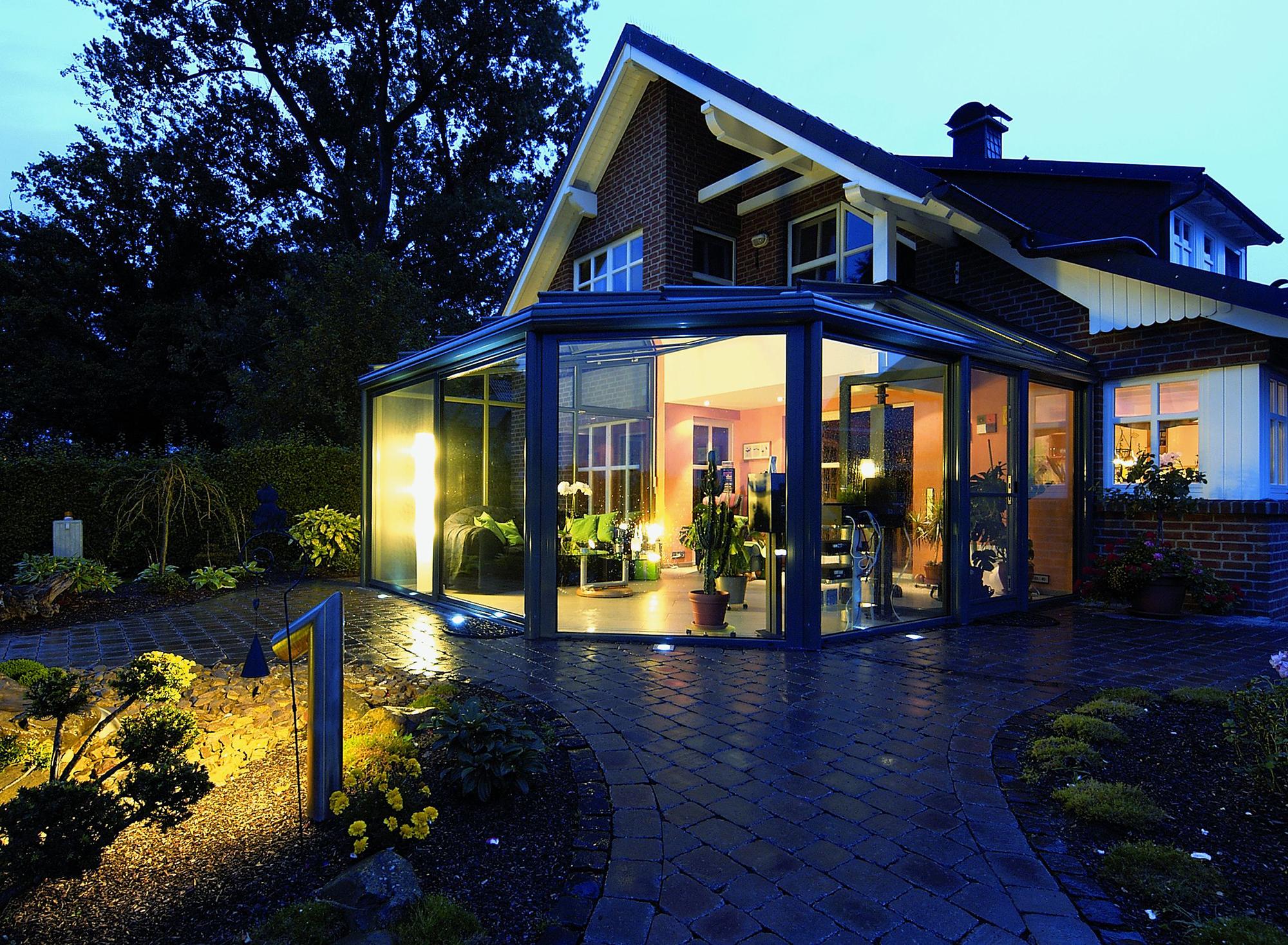 Гостиная-зимний сад в доме