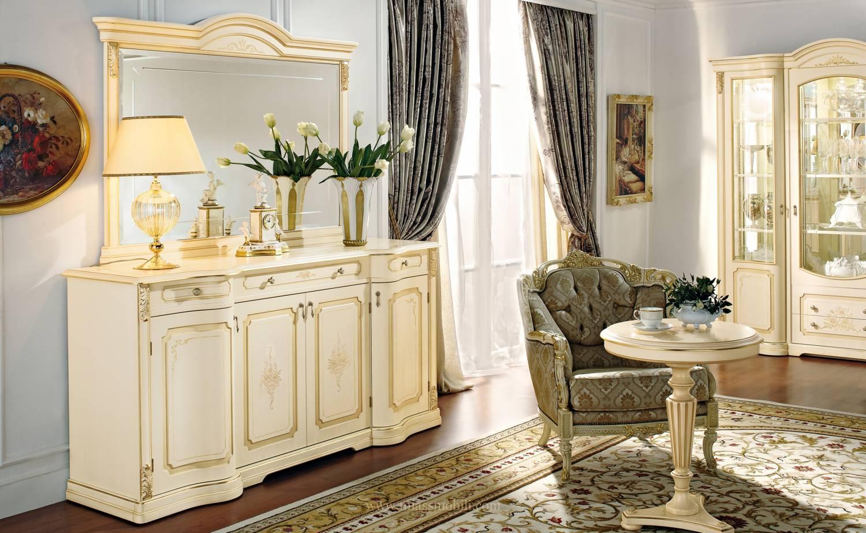 Бежевая мебель в классической гостиной