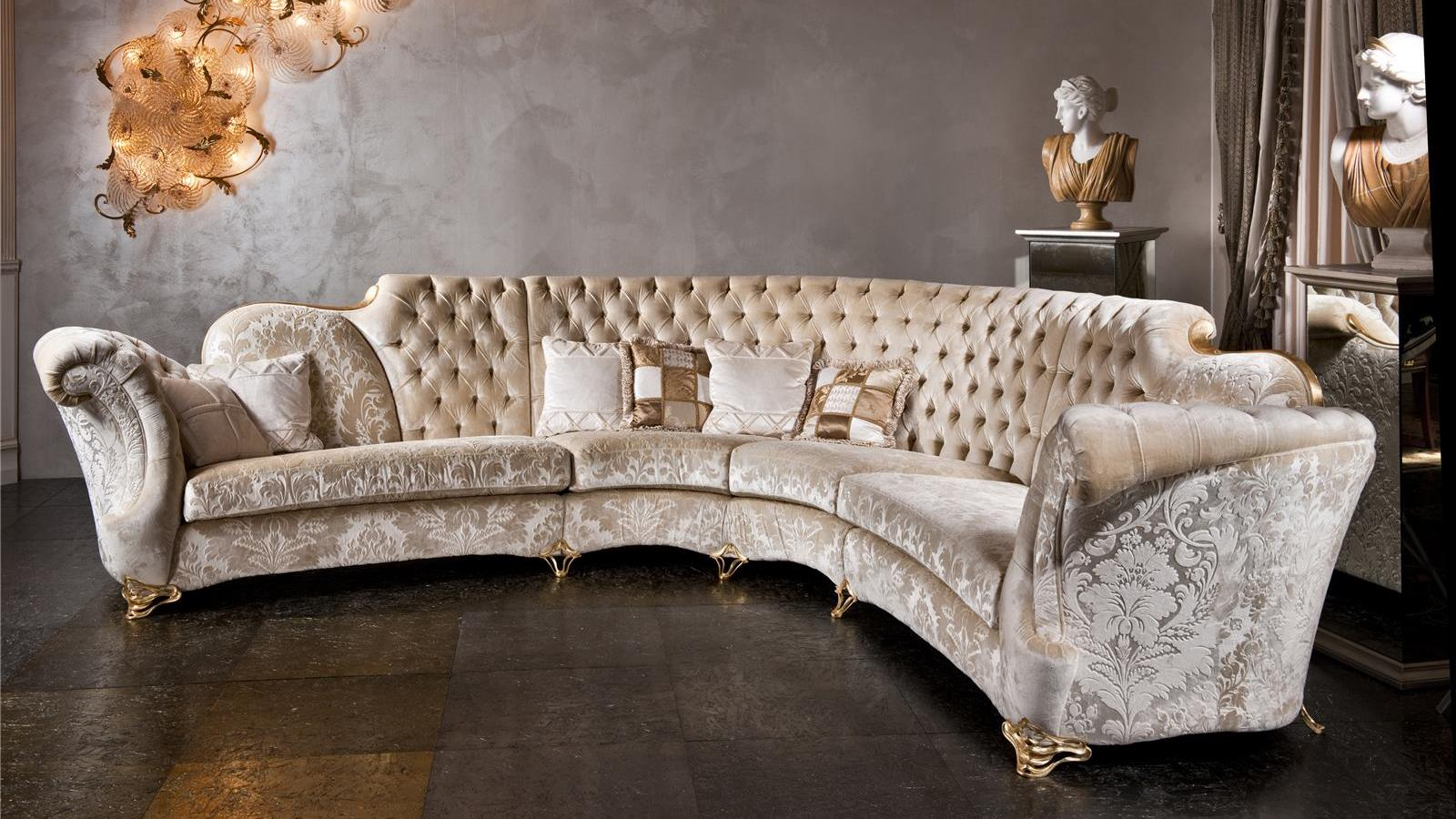 Бежевый классический угловой диван