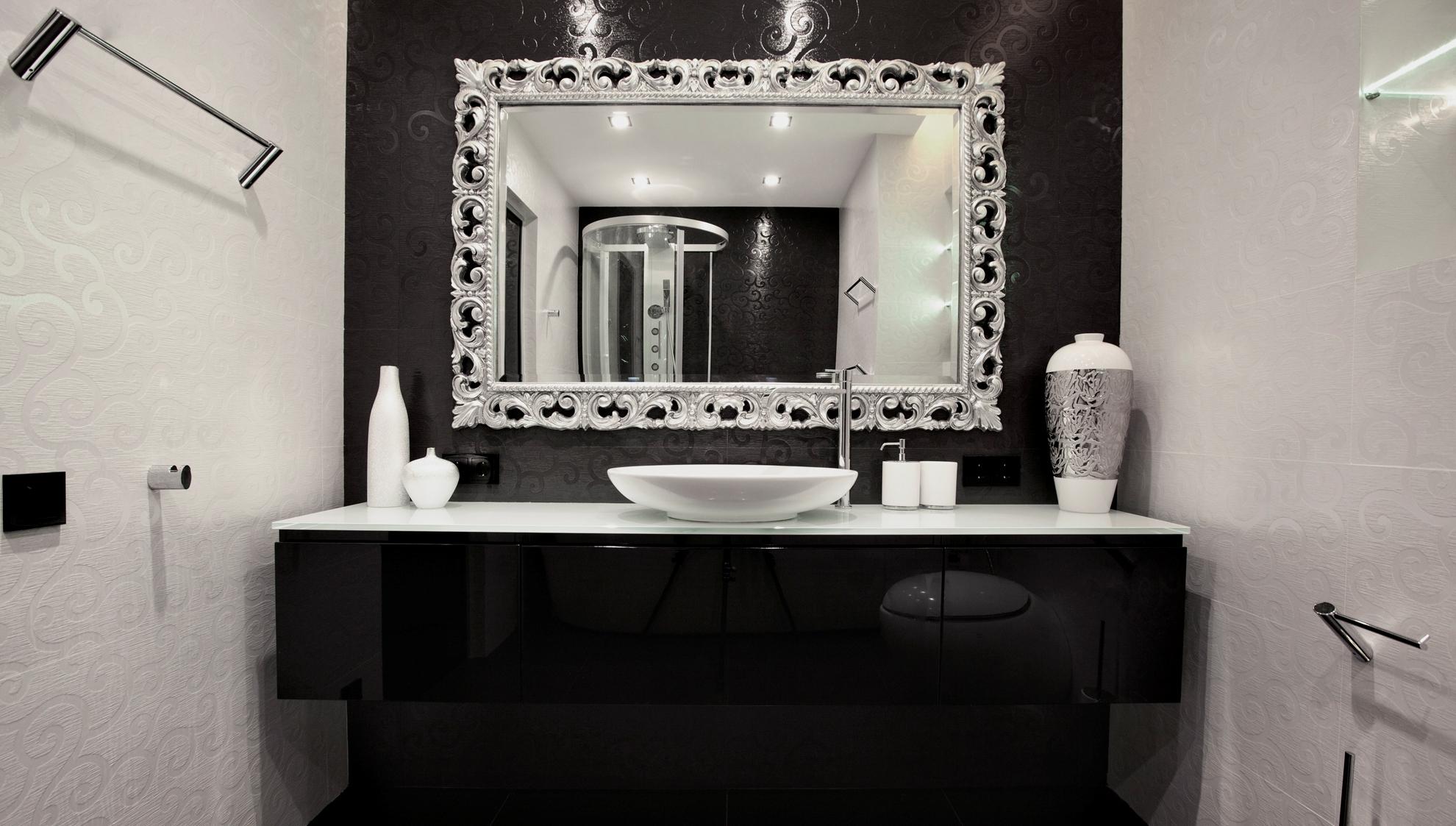 Черная тумба в ванной комнате