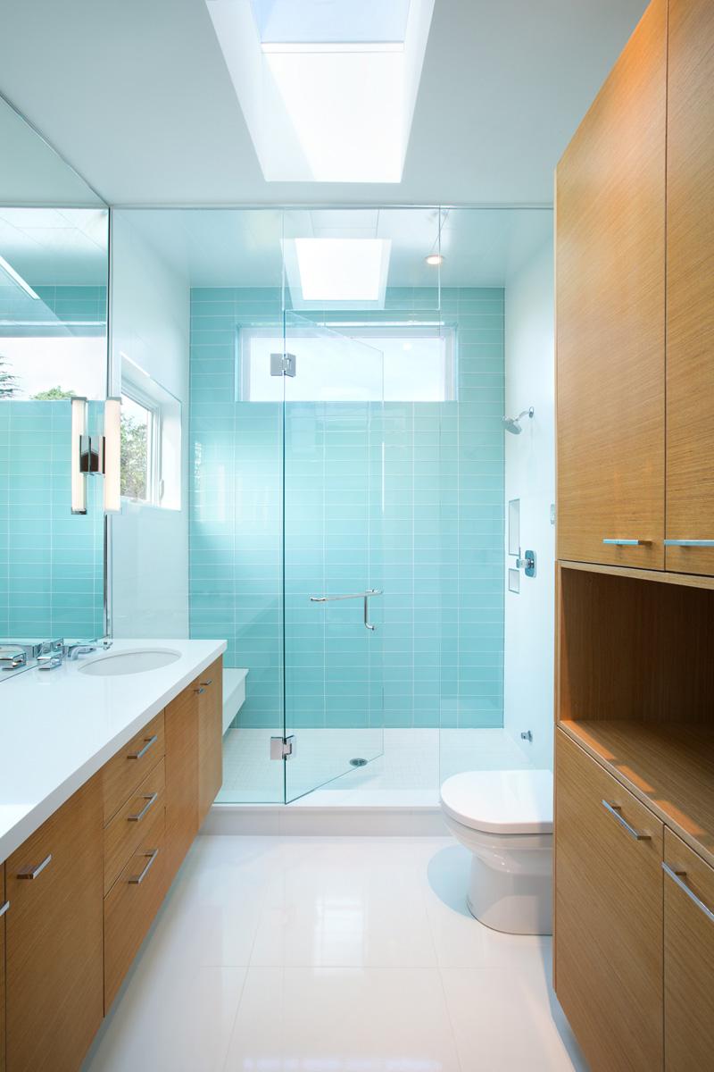 Коричнево-голубая ванная комната