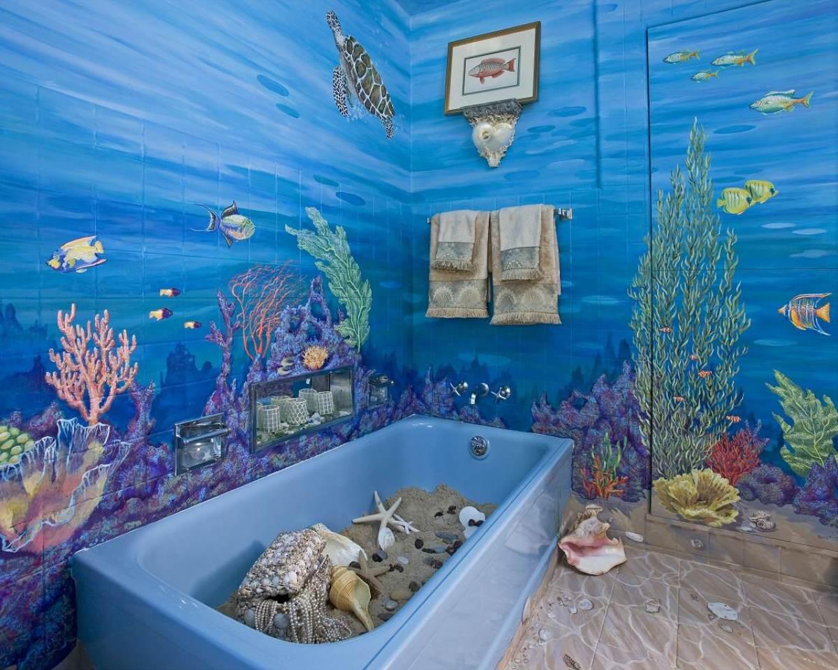 Сине-голубая ванная комната в морском стиле