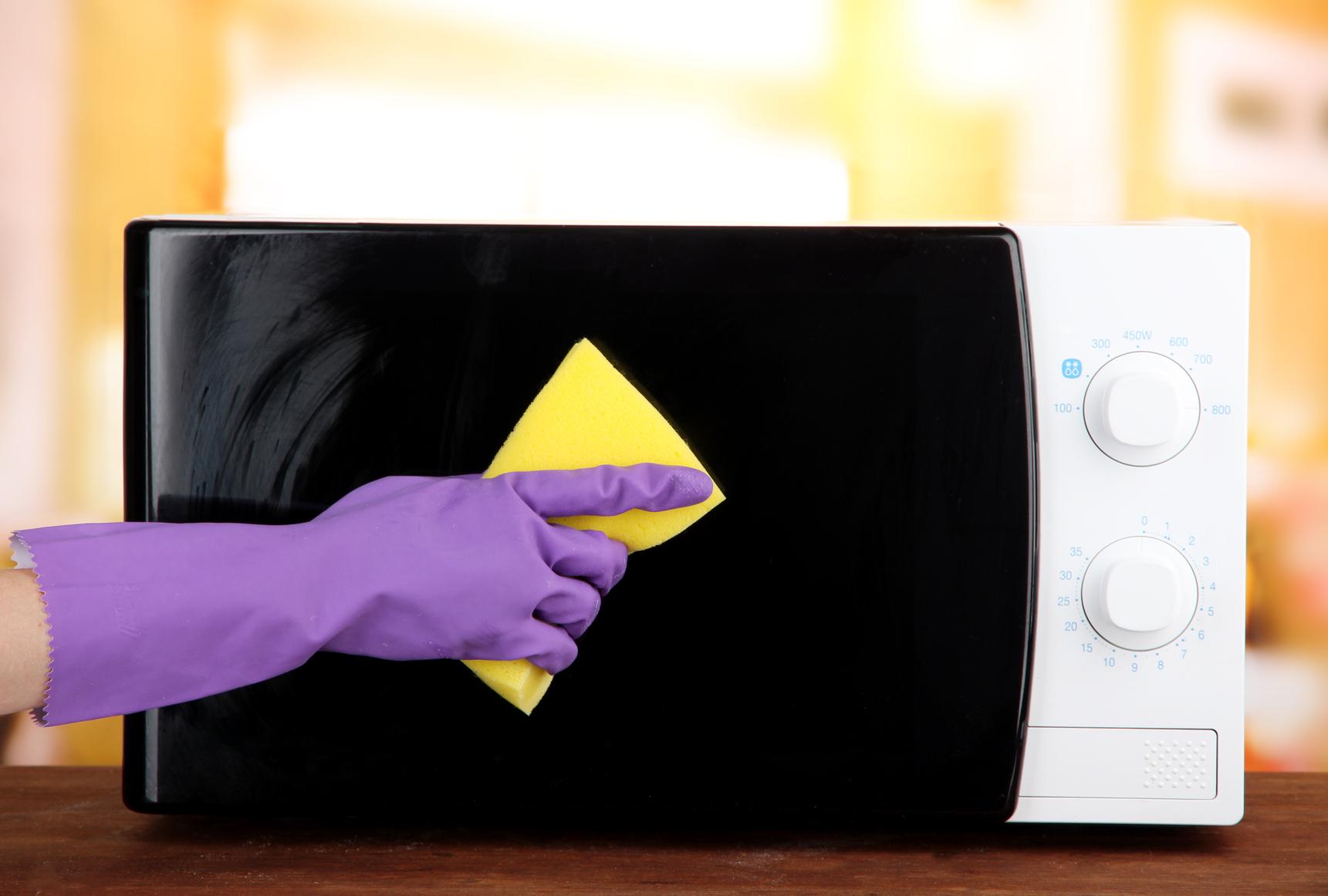 Как легко и быстро почистить микроволновку