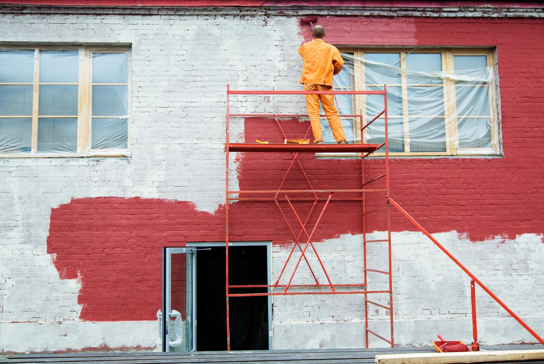 Окрашивание кирпичного фасада