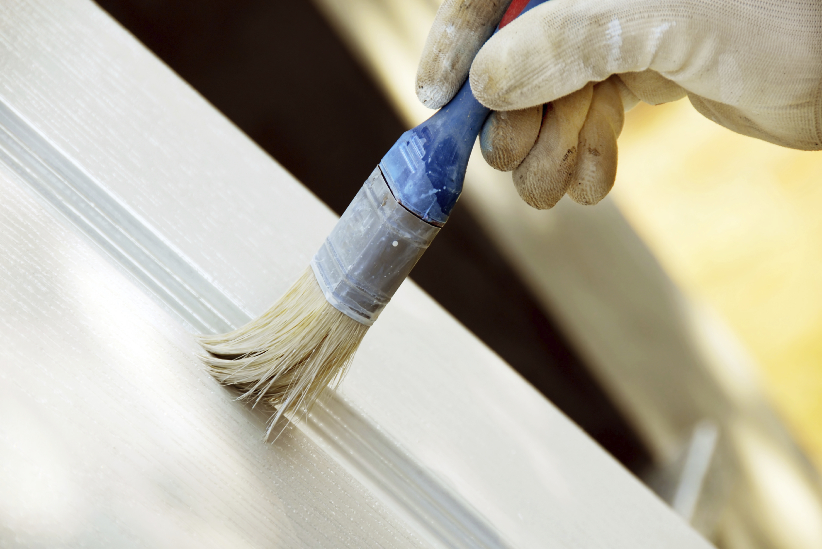 Процесс покраски двери