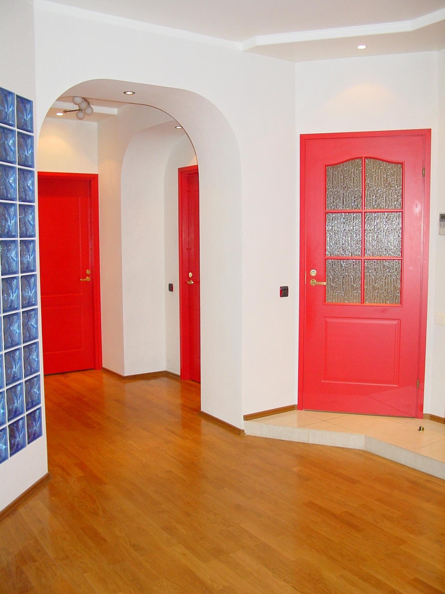 Розовые межкомнатные покрашенные двери