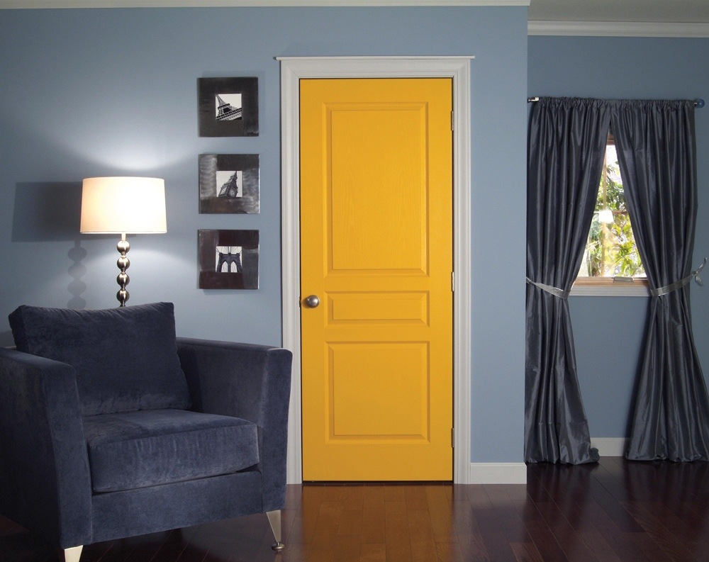 Оранжевая межкомнатная дверь
