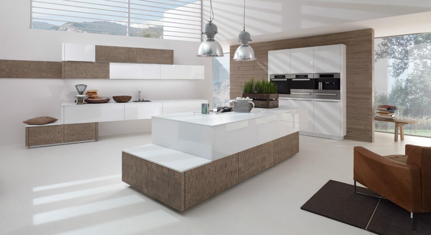 Бело-коричневая крашеная кухня