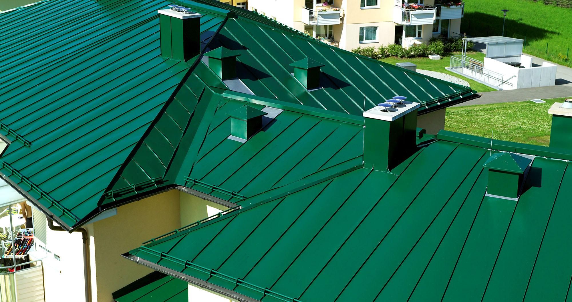 Зеленая металлическая крыша