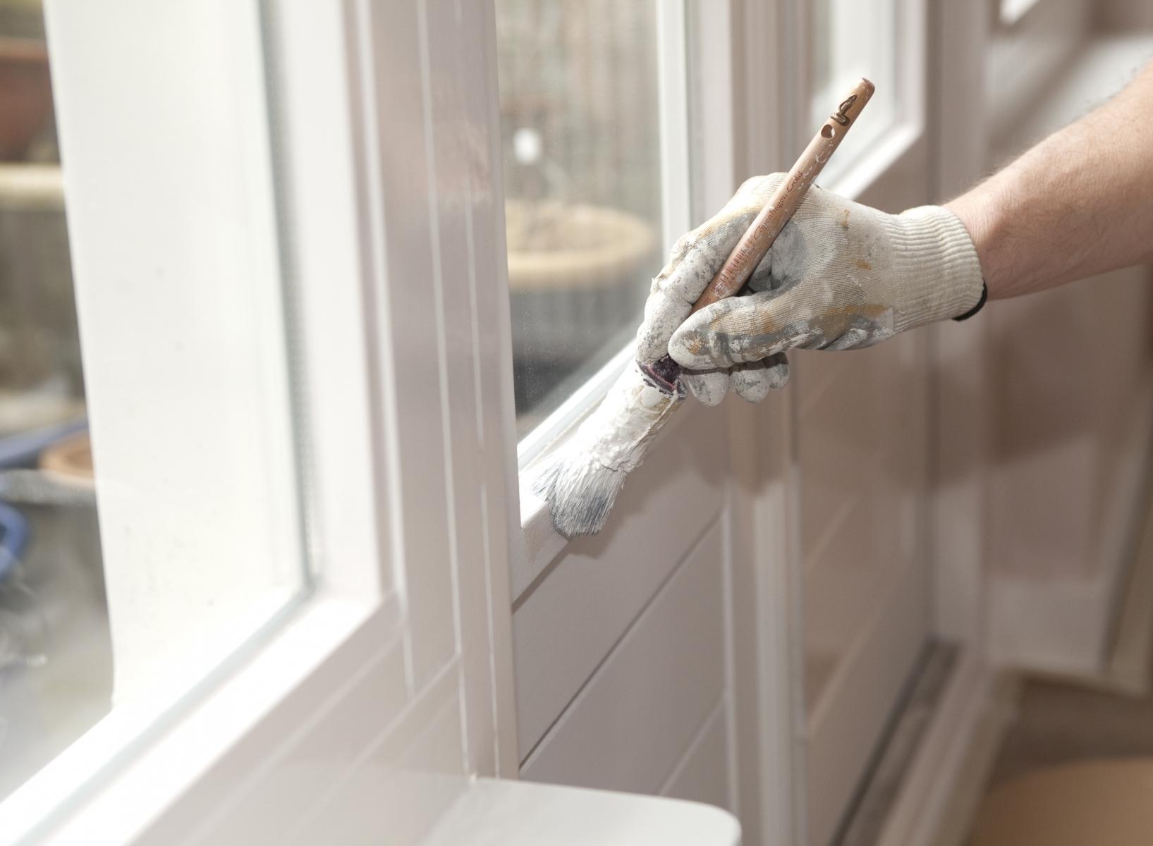 Покраска пластикового окна