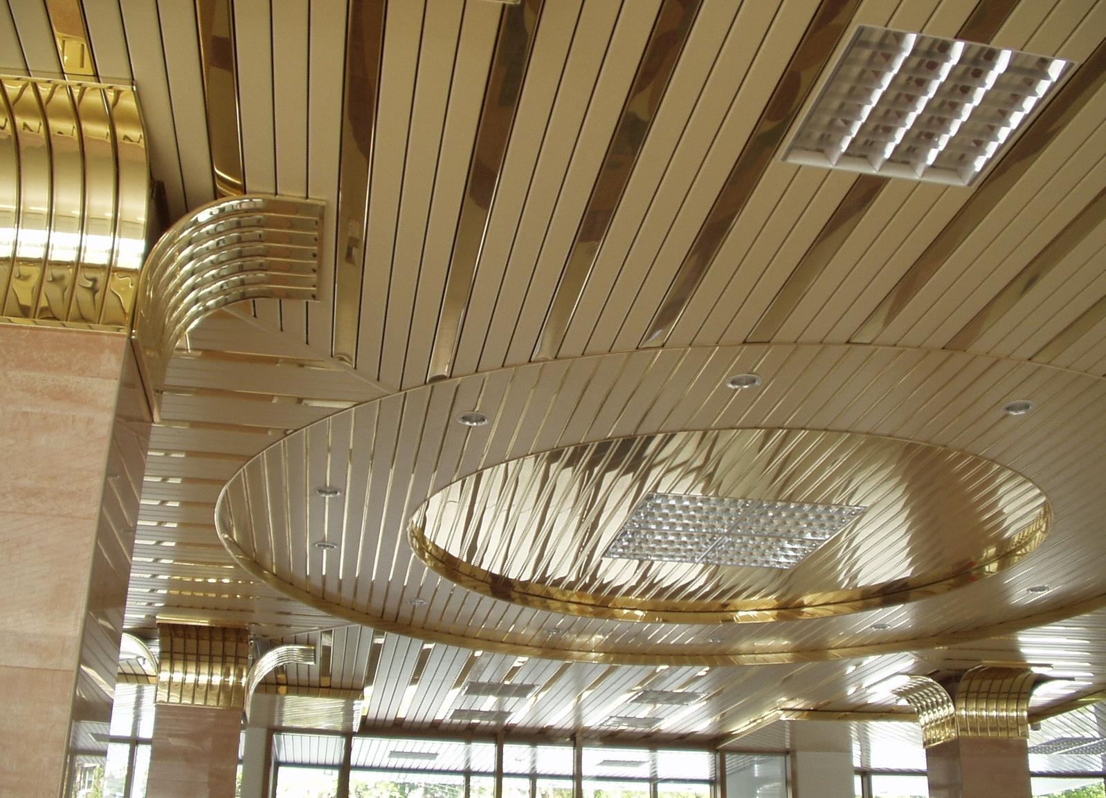 Алюминиевый золотистый потолок