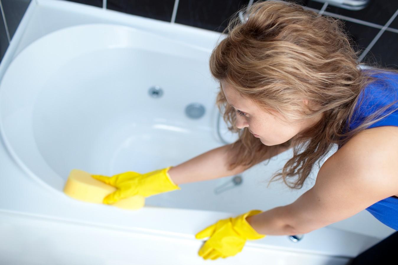 Процесс мытья ванной